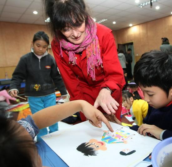 京城小学生与丹麦艺术家探梦童话世界