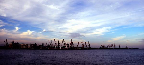 组图:秦皇岛港煤炭年吞吐量超过两亿吨
