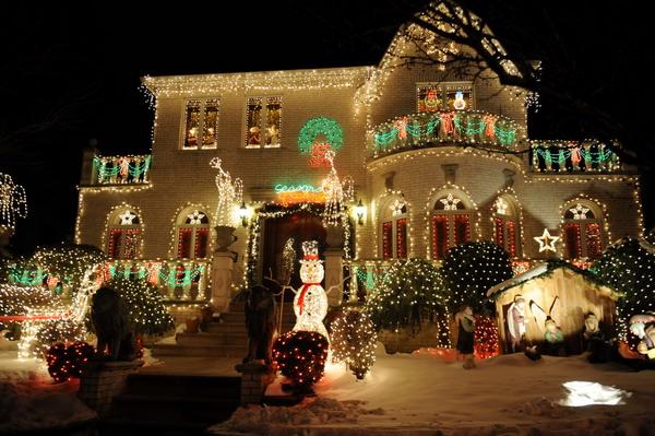 这是美国纽约布鲁克林区戴克高地的圣诞节灯饰(摄于12月23日)-纽
