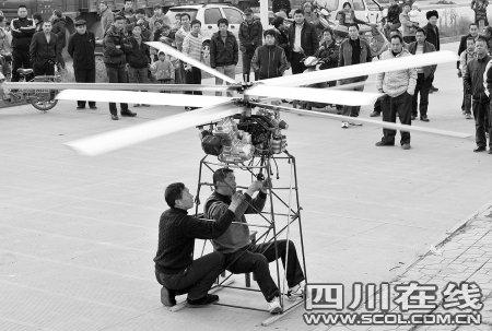 成都64岁老汉用摩托车发动机造直升机