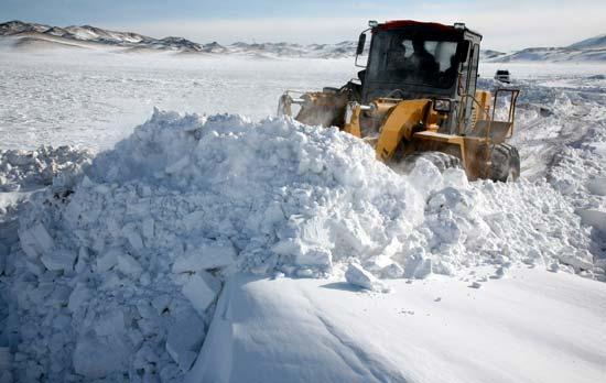 降雪和大风的寒潮天气继续