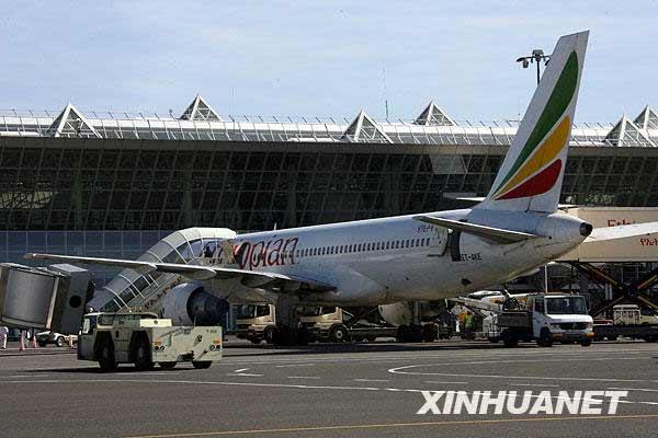 机场消息人士称失事飞机起飞约5分钟后从雷达显示器上消失,机上载有85