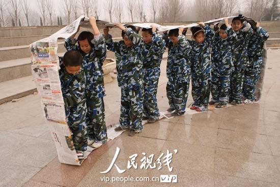 山东聊城:小学生野战拓展炼素质 (7)