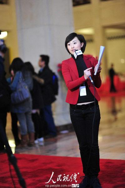 2010两会:美女记者