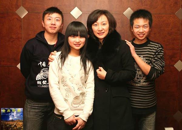 北川孩子和刘滨合影