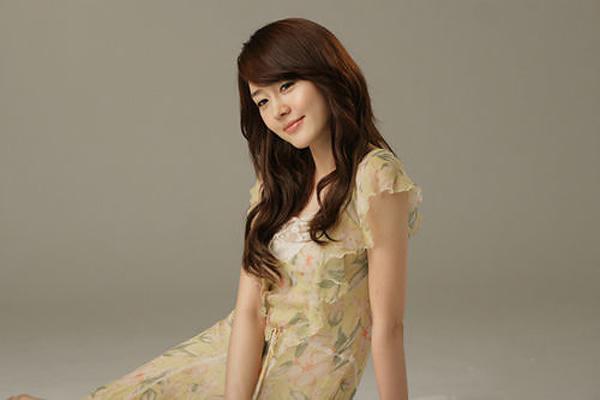 拥有高贵气质的漂亮韩国美女