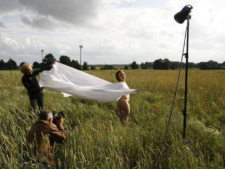 德国89岁摩登奶奶克里斯蒂安拍摄裸体日历。