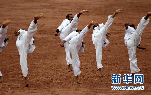 """友谊 王建民/7月3日,参加""""友谊—2010""""中巴反恐联合训练的巴基斯坦陆军..."""