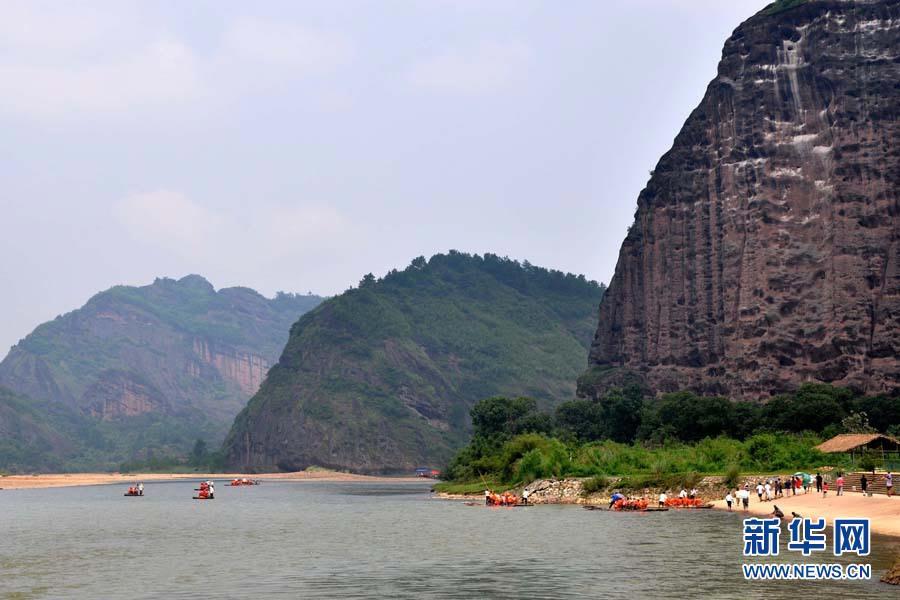 7月27日拍摄的龙虎山丹霞地貌景观。