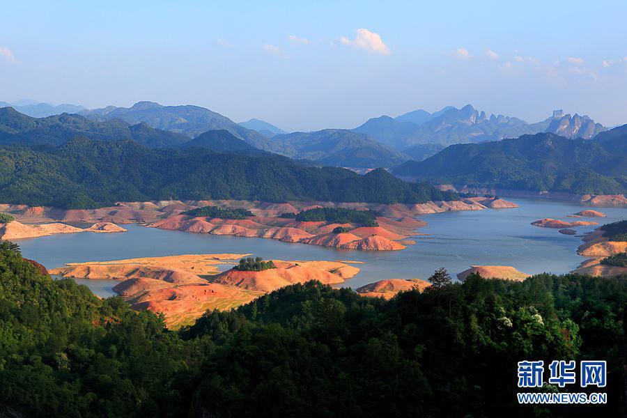 福建泰宁丹霞地貌(2009年5月16日摄)。