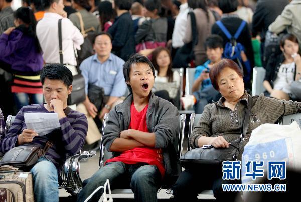国庆长假结束 各地迎返程客流高峰 (11)