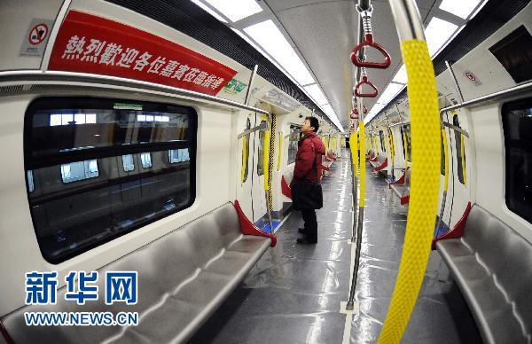 香港铁路公司(港铁)西港岛线项目首列车,在中国北车长客股份公司下线