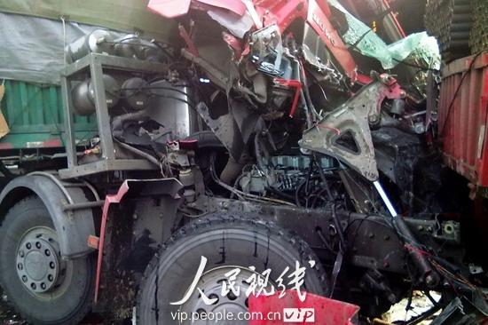 江苏扬溧高速11辆车追尾致一死多伤 (6)