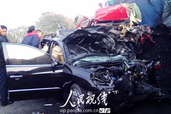江苏扬溧高速11辆车追尾致一死多伤 (4)