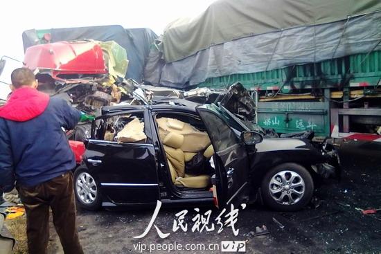江苏扬溧高速11辆车追尾致一死多伤