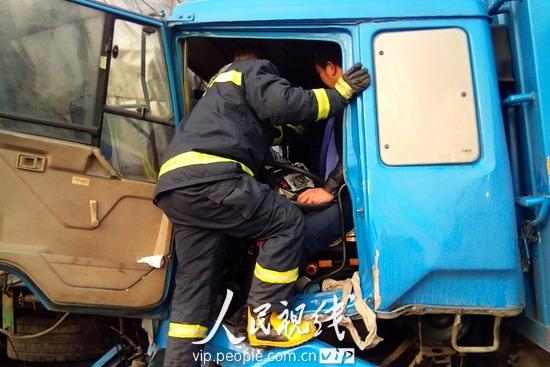 江苏扬溧高速11辆车追尾致一死多伤 (3)