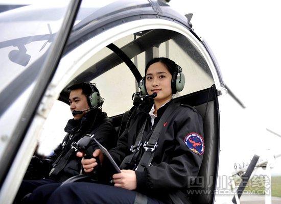 六小美女学开飞机 准空姐转专业成直升机驾驶员 (2)